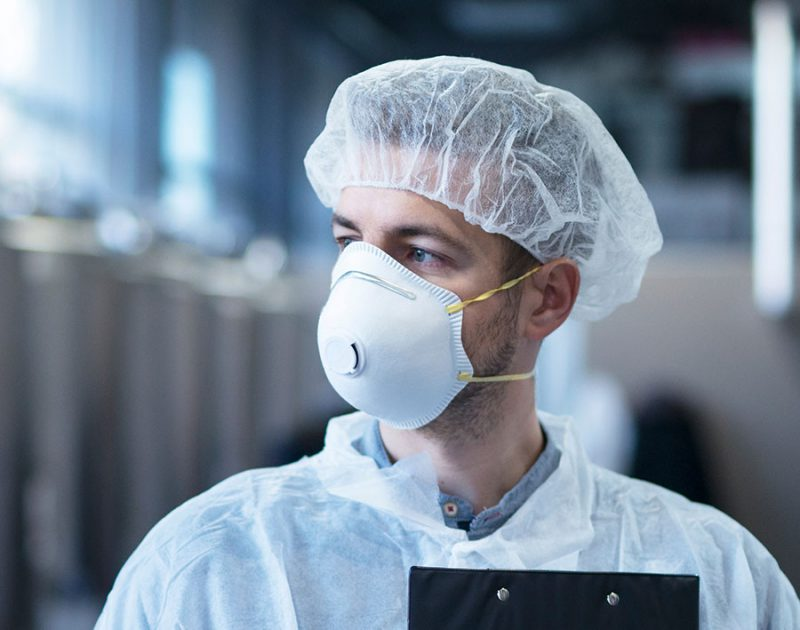 Valkoinen myssy sairaalaan tai tiloihin, jossa on ylläpidettävä tarkkaa hygieniaa